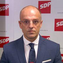 Mislav Bago razgovara s predsjednikom SDP-a Davorom Bernardićem (Foto: Dnevnik.hr) - 1