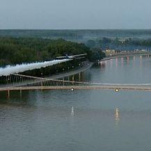 Zaprašivanje komaraca avionom (Foto: Dnevnik.hr) - 1