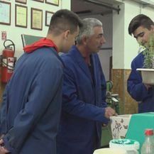 Učenici Industrijsko-obrtničke škole Virovitica i njihov mentor Zoran Kozjak (Foto: Dnevnik.hr)