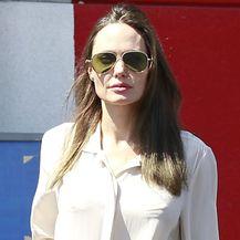 Angelina Jolie u čizmama do koljena - 4