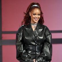 Rihanna u hlačama stvorenima za nošenje uz štikle - 2