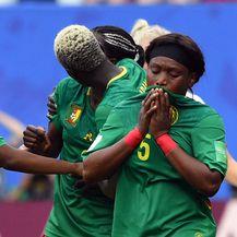 Skandal na utakmici Engleska - Kamerun (Foto: AFP)