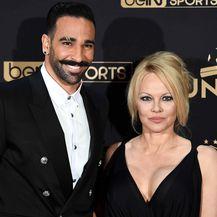 Pamela Anderson i Adil Rami (Foto: AFP)