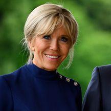 Brigitte Macron u dva modela štikli tijekom posjeta Japanu - 1