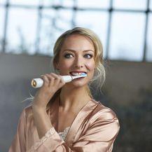 Sonična četkica nježno uklanja i do 7 puta više zubnih naslaga