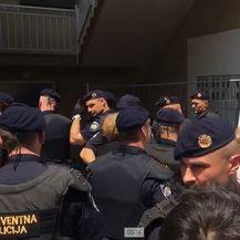 Stanovnici u Petruševcu blokirali ulaz u Zgradu (Foto: Dnevnik.hr) - 2