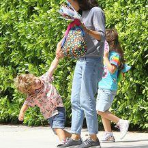 Mila Kunis sa svojom djecom