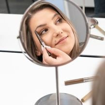 Iscrtavanje obrva postao je dio make-up rutine