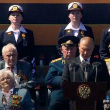 Vladimir Putin na vojnom mimohodu - 1