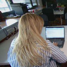 Učenici za laptopima