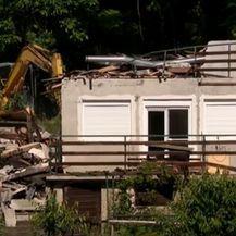 Rušenje kuće koja je stradala u potresu - 2