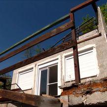 Rušenje kuće koja je stradala u potresu - 3