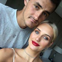 Bernard Tomić, Emma Blake-Hahnel (FOTO: Instagram)
