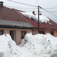 Snijeg koji se topi za sobom povlači i krovove (Foto: Marko Balen) - 3