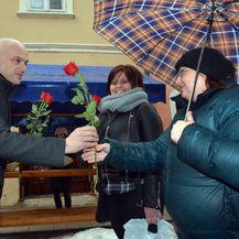 Gradonačelnik Požege darivao sugrađanke (Foto: Ivica Galovic/PIXSEL) - 1