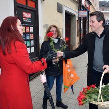 Gradonačelnik Požege darivao sugrađanke (Foto: Ivica Galovic/PIXSEL) - 2