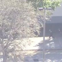 Snimke poziva na broj 911 (Video: Reuters)