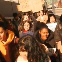 Masovni izlasci iz škola (Screenshot: Reuters)