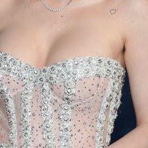 Bella Thorne - 6