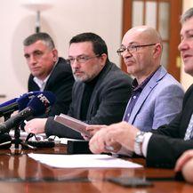 Goran Aleksić s kolegama u Saboru (Foto: Pixell)