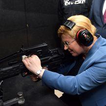 Predsjednica u posjetu HS-Produktu (Foto: Dnevnik.hr)