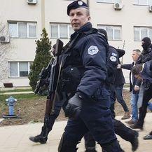 Uhićenje Marka Đurića u Kosovskoj Mitrovici (Foto: AFP)