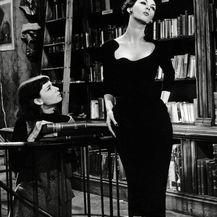 Dovima (desno) i Audrey Hepburn (lijevo) u filmu Funny Face