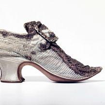 Metalik cipela od svile s početka 18. stoljeća