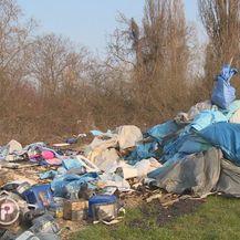 Na gradskom zemljištu u zagrebačkom naselju Savica niknulo je ilegalno odlagalište otpada (Foto: Dnevnik.hr) - 3