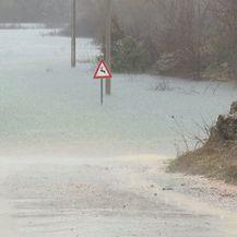 Kosinj i dalje poplavljen (Foto: Dnevnik.hr) - 4