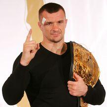 Mirko Filipović s pojasom (Foto: Igor Kralj/PIXSELL)