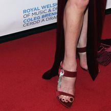 ...i elegantne sandale u istom tonu