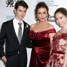Catherine Zeta-Jones s kćeri Carys i sinom Dylanom - 4