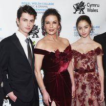 Catherine Zeta-Jones s kćeri Carys i sinom Dylanom - 6