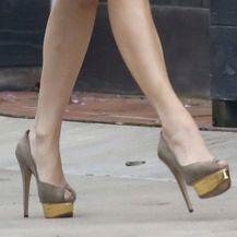 Jennifer Lopez u štiklama neboderkama - 1