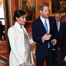 Meghan u brokatnoj haljini i bijelom kaputu