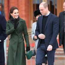 Catherine Middleton u čizmama s tankom visokom potpeticom - 3