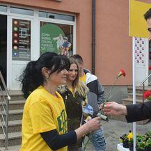Bernardić u Gospiću dijelio ruže (Foto: Facebook)