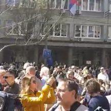Prosvjed u Beogradu, traži se ostavka Aleksandra Vučića (Video: Dnevnik.hr)