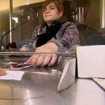 Radnica u mjenjačnici (Foto. Dnevnik.hr)