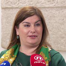 Ministrica Gabrijela Žalac novinarima je dala izjavu oko skupocjenog automobila u svojem dvorištu (Video: DNEVNIK.hr)