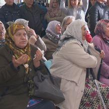 Obitelji žrtava u suzama nakon objave konačne presude Radovanu Karadžiću (Foto: DNEVNIK.hr) - 2