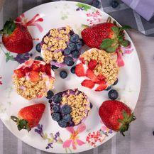 Muffini sa siggi\'s skyrom, voćem i granolom