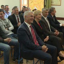 Predsjednica Kolinda Grabar - Kitarović se smiješi na pitanje učenice (Foto: Dnevnik.hr)