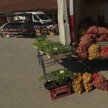 Prodavač povrća iz sela Mače (Foto: Dnevnik.hr)