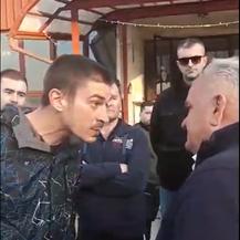 Nezadovoljni stanovnici Petrinje čekali gradonačelnika te ga verbalno napali