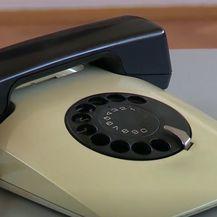 Stari telefon - 1