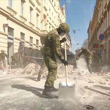 Vojnici čiste ulice Zagreba nakon potresa