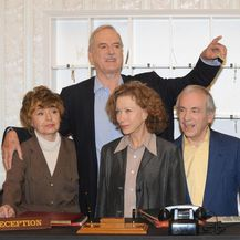 John Cleese, Connie Booth, Prunella Scales i Andrew Sachs