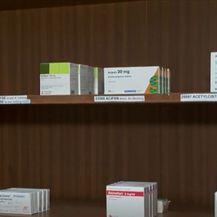 Police s lijekovima u ljekarni - 2